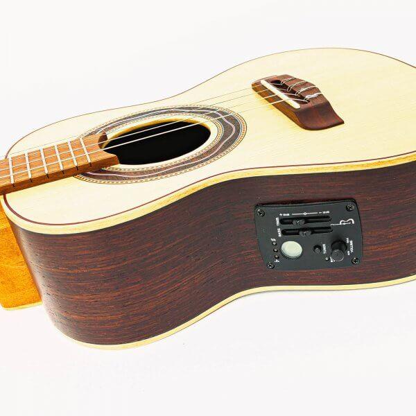 Cavaquinho Luthier electrico con estuche APC A170015